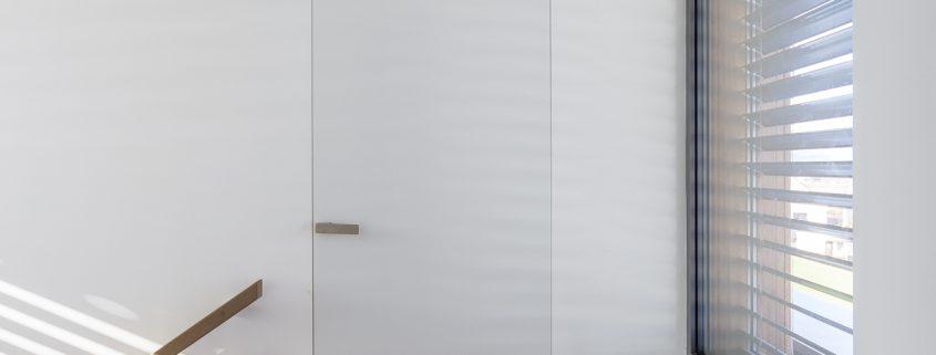 Dveře ve skryté zárubni