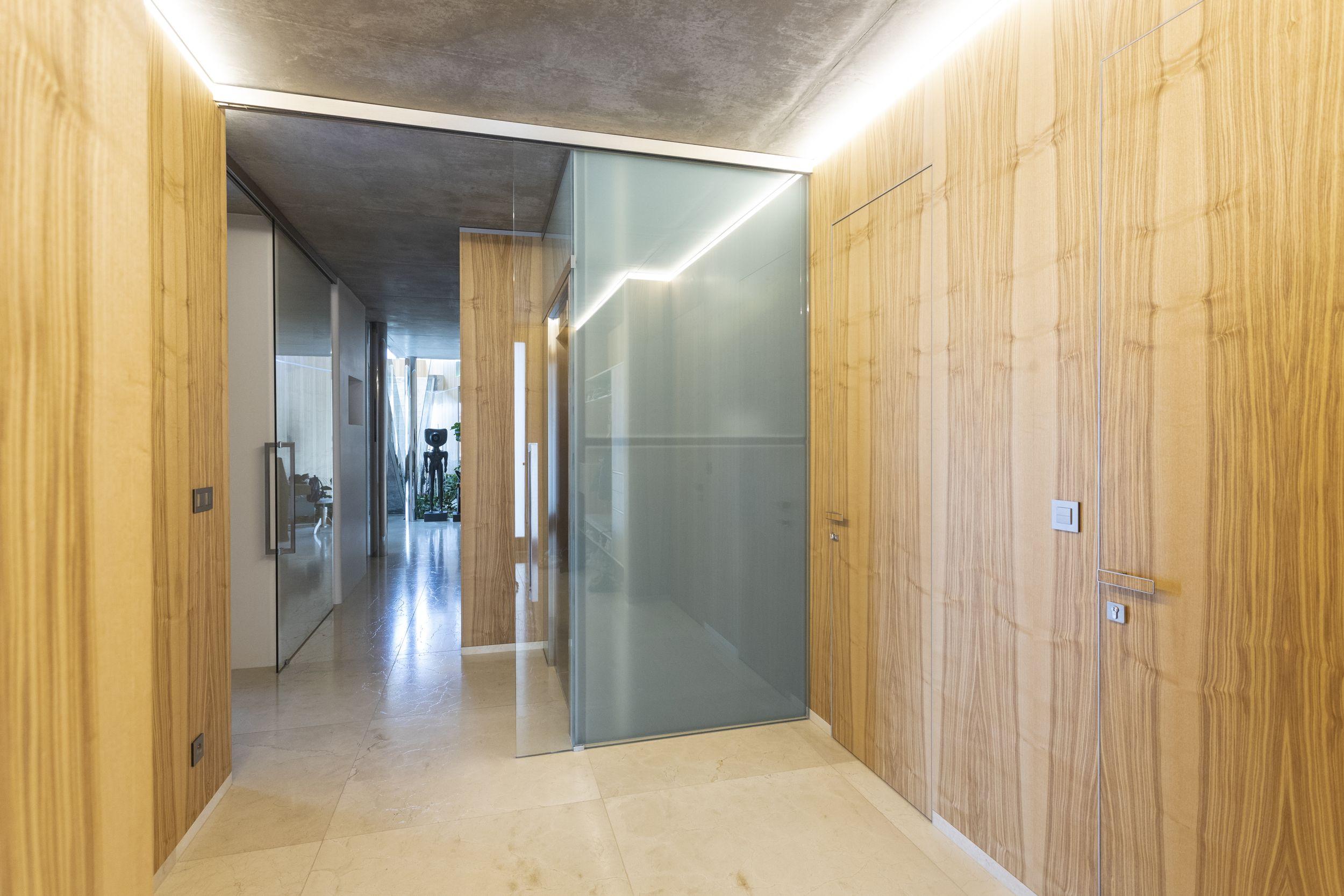 Celoskleněné posuvné dveře od firmy DORSIS