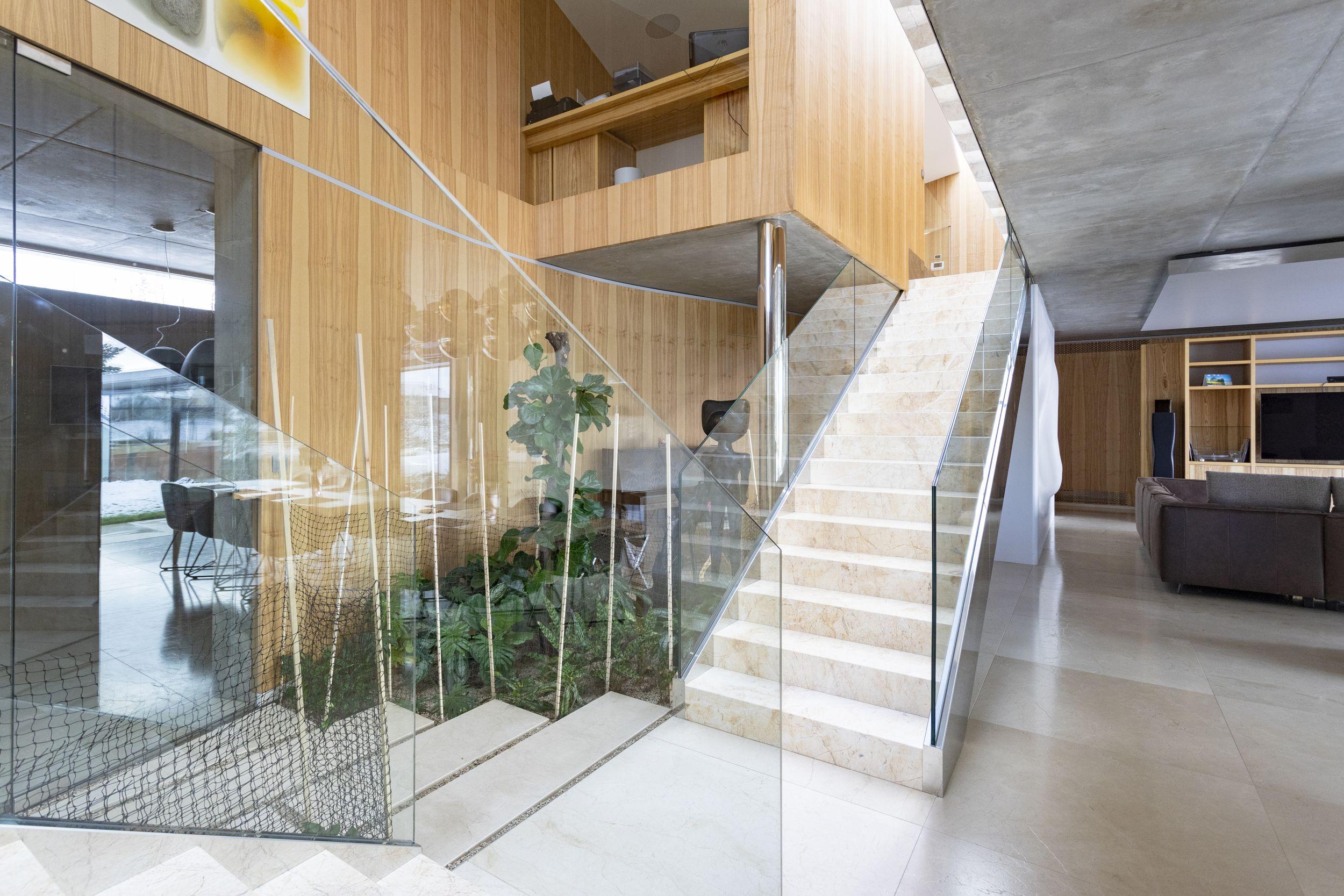 Luxusní interiér rodinného domu. Realizace skrytých zárubní DORSIS