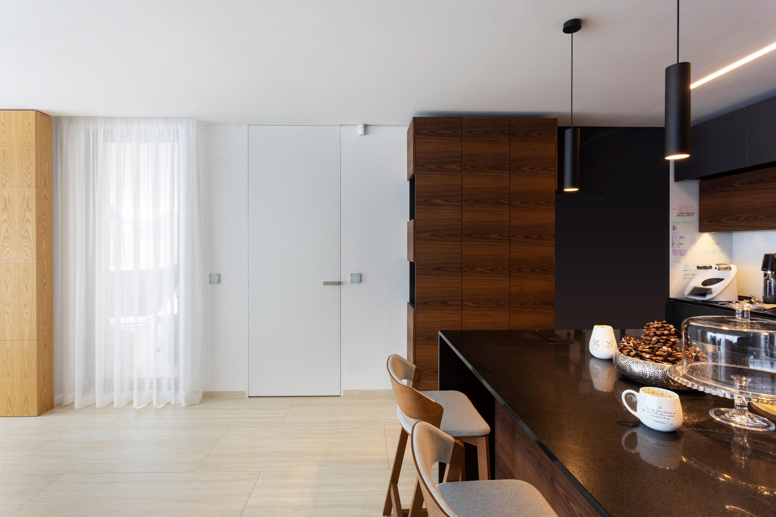 Dveře ve skryté zárubni po strop