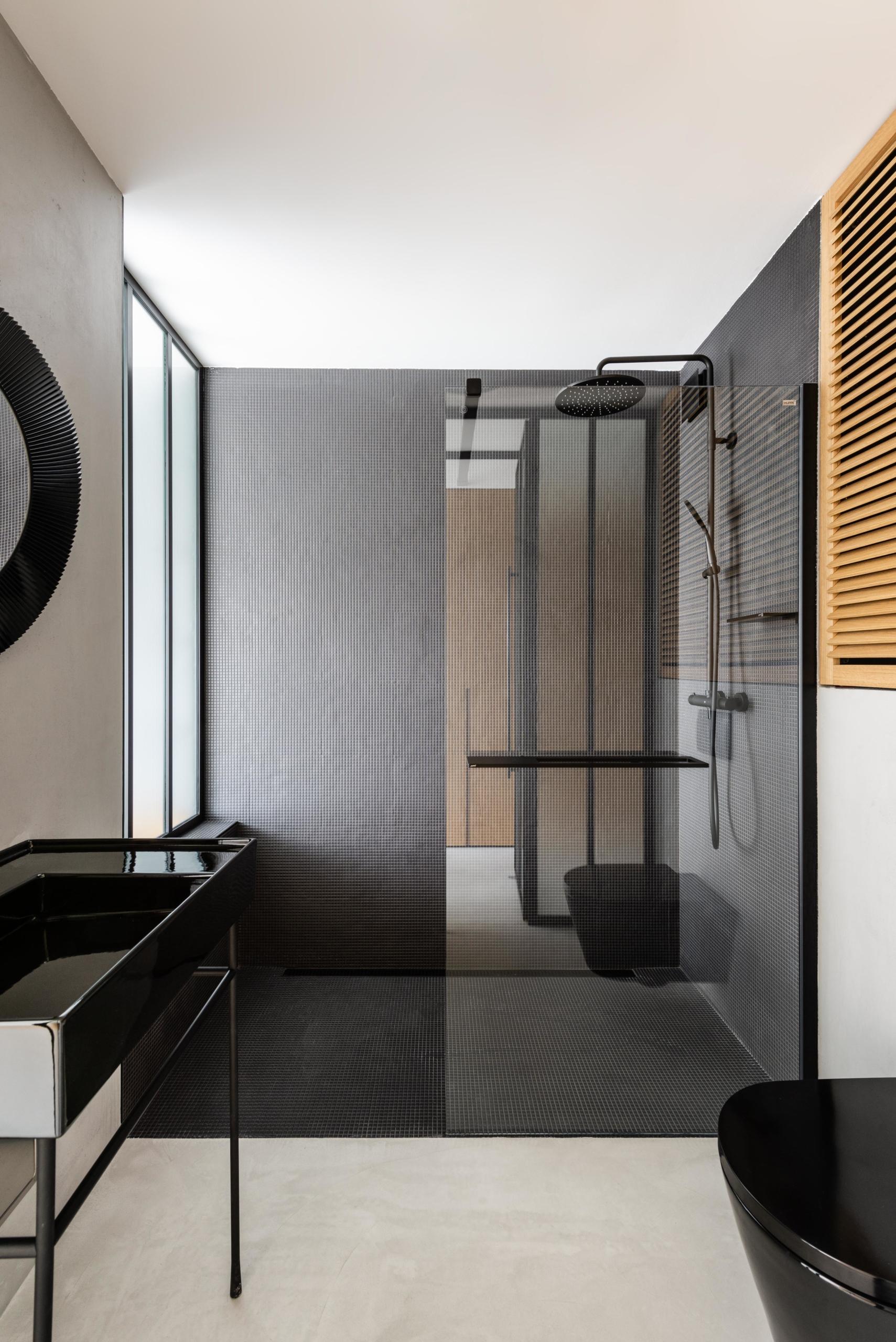 Dělící fixní příčka DIGERO v koupelně